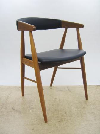 spisebordsstol med buet ryg, træværk afslebet og lakeret. Nyt skum ...