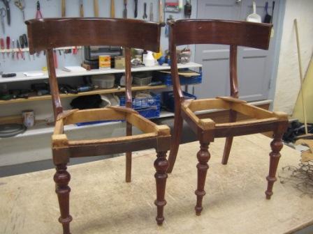 gammel stol, saede oprettet og ombetrukket med stof fra Sanderson dess ...